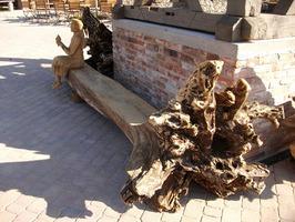 Sitzbänke aus Naturholz laden zum Verweilen ein. Eine individuelle Sitzbank vor Ihrem Geschäft lockt Kunden an