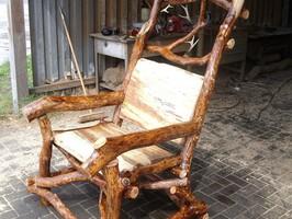 Massivholzstühle aus Naturholz verschönern Ihre Wohnung oder den Kundenbereich
