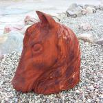 Pferdeliebhaber möchten Ihre Bewunderung für diese Tiere gerne zeigen. Meine Holzkunst bietet Ihnen die Gelgenheit.