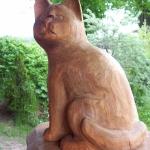 Katzen lieben Menschen. Jetzt kann auch Ihre Lieblingstier ihr ständiger Begleiter sein. Aus Holz versteht sich.
